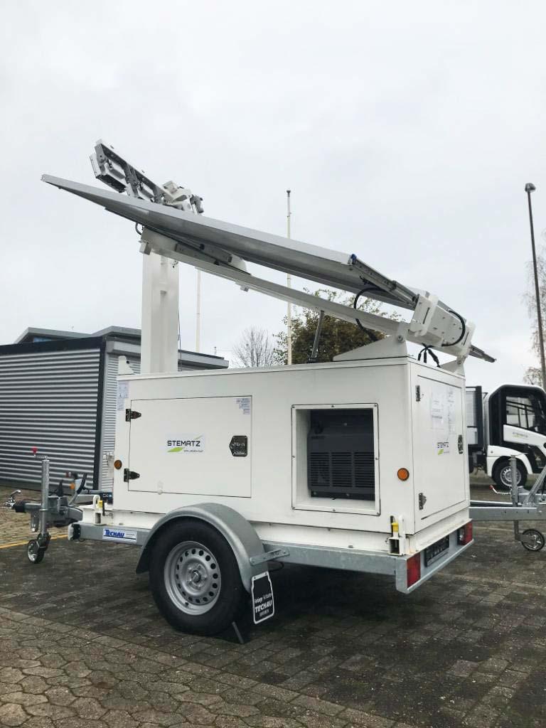 Mobile und autarke Licht-Lösung mit Solarenergie - der Power Tower Light beim Aufbau